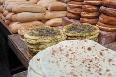 Pane di tradizione fresca e gruppo iraqian di merci al forno fotografia stock