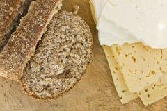 Pane e formaggio affettati Fotografie Stock
