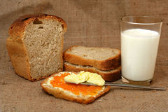 Pane e latte del burro del caviale Fotografia Stock