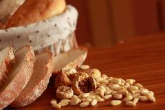 Pane e noci Fotografia Stock Libera da Diritti