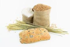 Pane e prodotti verde oliva mediterranei. Fotografie Stock Libere da Diritti