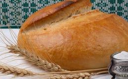 Pane e sale. immagine stock