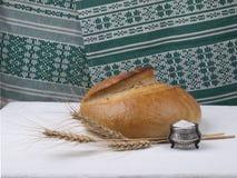 Pane e sale. immagini stock