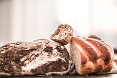 Pane fresco e delizioso sulla tavola Fotografia Stock