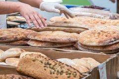 Pane fresco su esposizione ad un mercato degli agricoltori Fotografia Stock