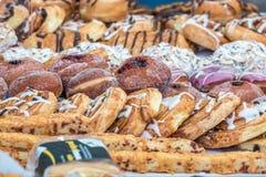 Pane fresco su esposizione ad un mercato degli agricoltori Immagine Stock Libera da Diritti