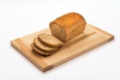 Pane fresco su un tagliere di legno Immagini Stock Libere da Diritti