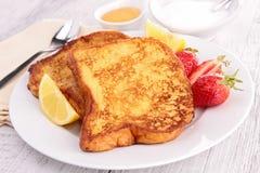 Pane inzuppato in latte/uova e zucchero e fritto in padella Fotografia Stock Libera da Diritti