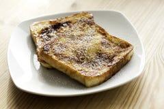 Pane inzuppato in latte/uova e zucchero e fritto in padella Immagine Stock Libera da Diritti