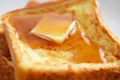 Pane inzuppato in latte/uova e zucchero e fritto in padella Fotografia Stock