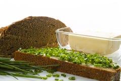 Pane a manteiga e os cebolinhos Imagem de Stock