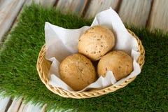 Pane organico delizioso in un canestro fotografia stock libera da diritti