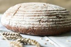 Pane rustico saporito su un asciugamano di cucina Fotografia Stock
