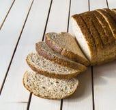 Pane sano del grano intero, pane nero, pane nero turco, immagini di pane nei concetti differenti, Fotografie Stock Libere da Diritti