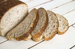 Pane sano del grano intero, pane nero, pane nero turco, immagini di pane nei concetti differenti, Fotografia Stock