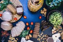 Pane squisito Tavola di cena decorata di tema con gli aperitivi fotografia stock libera da diritti