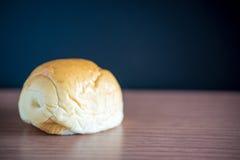 pane su una tavola e su una lavagna di legno su fondo Immagini Stock Libere da Diritti
