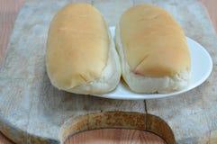 Pane sul piatto di legno di taglio Fotografia Stock
