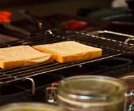 Pane sulla griglia elettrica fotografia stock libera da diritti
