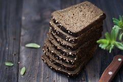 Pane sulla tavola di legno d'annata Fotografia Stock Libera da Diritti