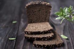 Pane sulla tavola di legno d'annata Fotografie Stock Libere da Diritti