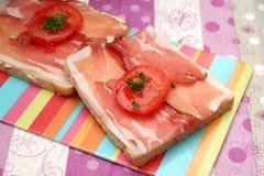 Pane tostato con bacon fotografia stock libera da diritti