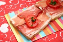 Pane tostato con bacon immagini stock libere da diritti
