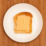Pane tostato con burro e formaggio Fotografia Stock