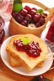 Pane tostato con il confiture della ciliegia Fotografia Stock Libera da Diritti