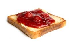 Pane tostato con l'inceppamento di fragola e del burro Fotografia Stock Libera da Diritti