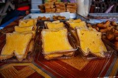 Pane tostato con l'insieme del burro Immagini Stock