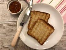 Pane tostato con l'ostruzione dell'albicocca immagini stock
