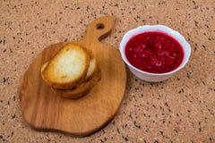 Pane tostato con l'ostruzione di lampone Fotografie Stock