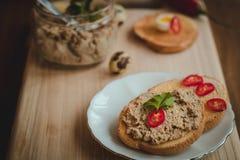 Pane tostato con patè casalingo Immagini Stock Libere da Diritti