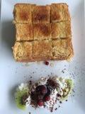 Pane tostato del miele con il gelato Immagini Stock Libere da Diritti