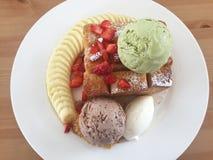 Pane tostato del miele e gelato dolci Fotografia Stock Libera da Diritti
