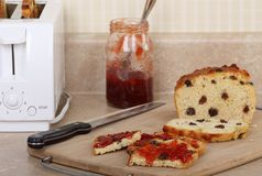 Pane tostato dell'uva passa Fotografie Stock