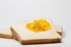 Pane tostato della fetta ed inceppamento della marmellata d'arance fotografia stock