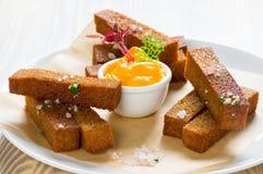 Pane tostato della segale con sale Fotografie Stock