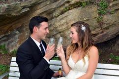 Pane tostato delle persone appena sposate fotografia stock