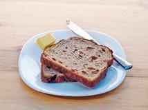 Pane tostato e burro dell'uva passa Immagine Stock