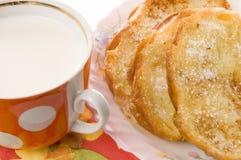 Pane tostato e latte Fotografie Stock