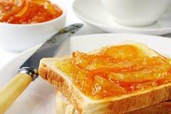 Pane tostato e marmellata d'arance Immagine Stock Libera da Diritti