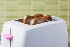 Pane tostato e tostapane rosa Fotografia Stock Libera da Diritti