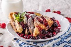 Pane tostato francese con la frutta Fotografia Stock Libera da Diritti