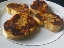Pane tostato francese su una zolla Fotografie Stock