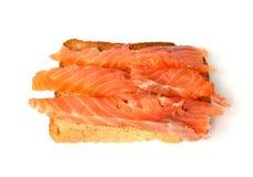 Pane tostato squisito con i salmoni affumicati Immagini Stock