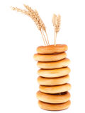 Panecillos y trigo Foto de archivo libre de regalías