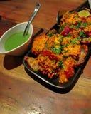 Paneer Tikka Kabab w czerwonym kumberlandzie - jest Indiański naczynie robić od kawałów marynujących w pikantność & piec na grill obrazy royalty free