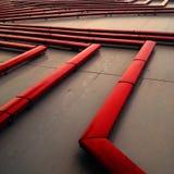 Panel de control de los tubos de agua roja afuera Imagenes de archivo
